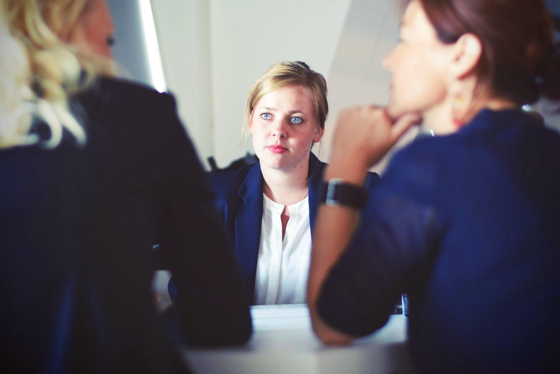 Por qué no convertir a tu empleado en el traductor de turno
